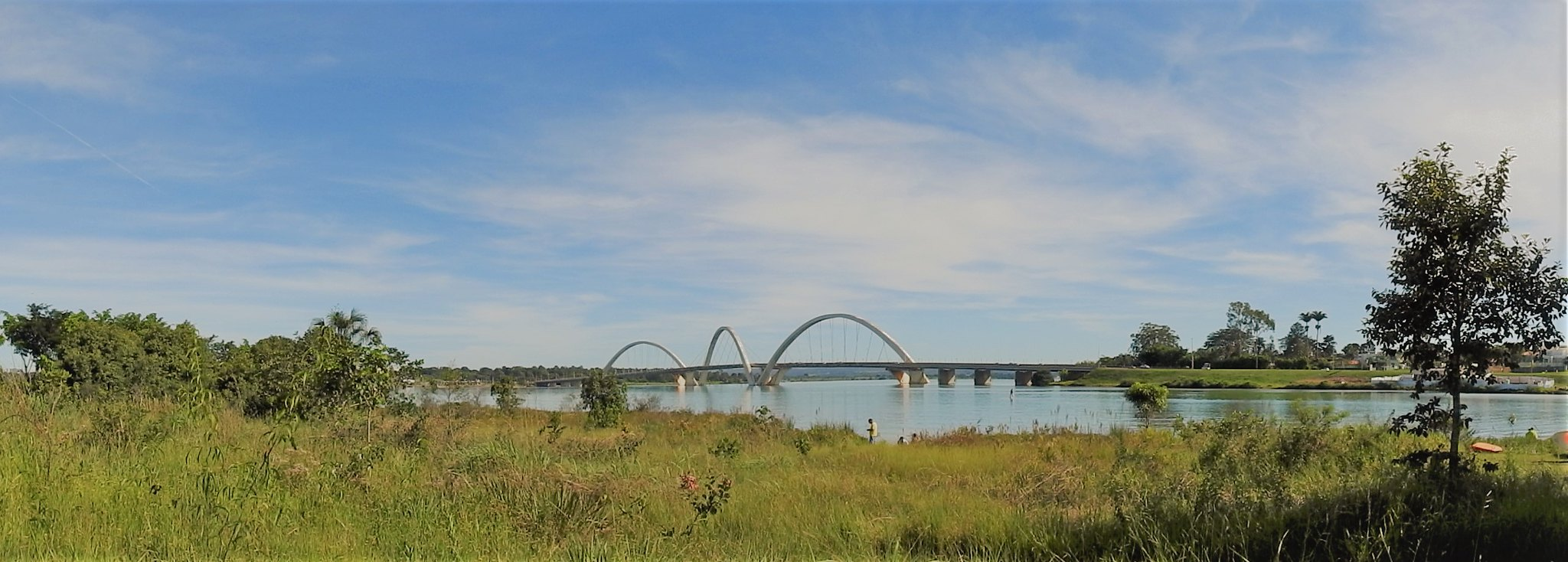 Ponte JK vista de longe