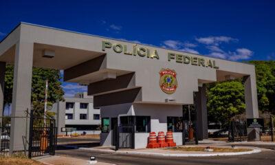 Fachada Polícia Federal: PF prende suspeitos de fraudes na Caixa