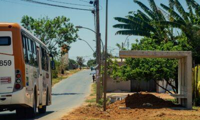 ônibus BRT Sol Nascente em uma parada em um dia ensolarado